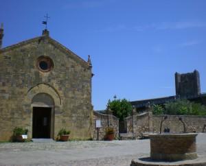 Monteriggioni La Chiesa