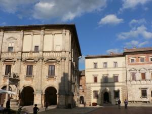 Palazzo del Capitano; Il Pozzo dei Grifi e dei Leoni