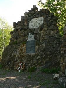 Monumento ai Caduti della Valcasotto
